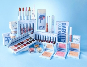 [SHOPPING GUIDE] Serba Baby Blue, Kylie Cosmetics Rilis Krismast Holiday Edition yang Cantik